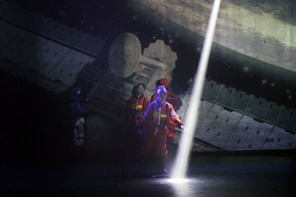 Lost in Space - The Musical 03