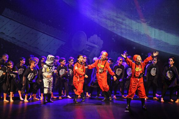 Lost in Space - The Musical 04
