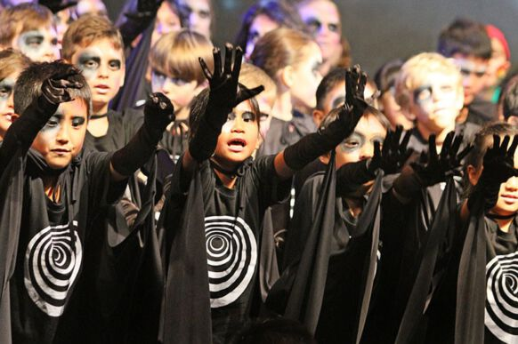 Lost in Space - The Musical 07